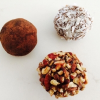 {Raw} Date Energy Truffles